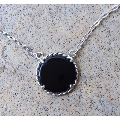 Onyx Circle necklace with rope design