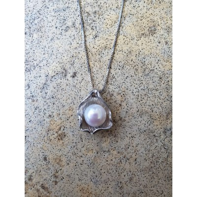 Pearl in Shell Necklace - White