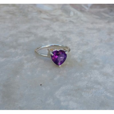Amethyst heart Ring-1.5cts - in Sterling Silver - genuine Amethyst - February birthstone
