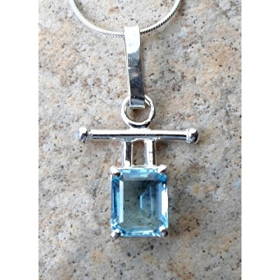 2.3ct genuine Aquamarine Necklace in Sterling Silver