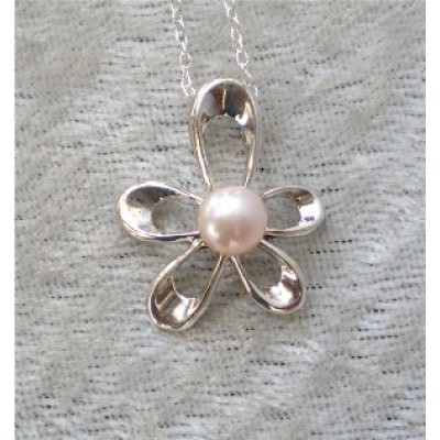 Freshwater Pearl Flower Necklace (pink pearl)