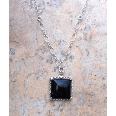 Onyx Square necklace with rope design