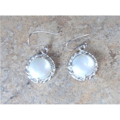 White coin pearl earrings in Sterling Silver